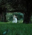 Bruid in park Verbeke foundation